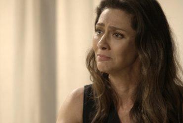 Joyce (Maria Fernanda Cândido) descobre que Irene (Débora Falabella) é amante de Eugênio (Dan Stulbach) em A Força do Querer (Foto: Reprodução/Globo)